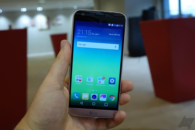 LG G5 and accessories Images 1