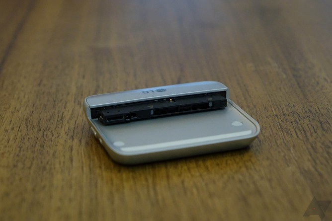 LG G5 and accessories Images 13